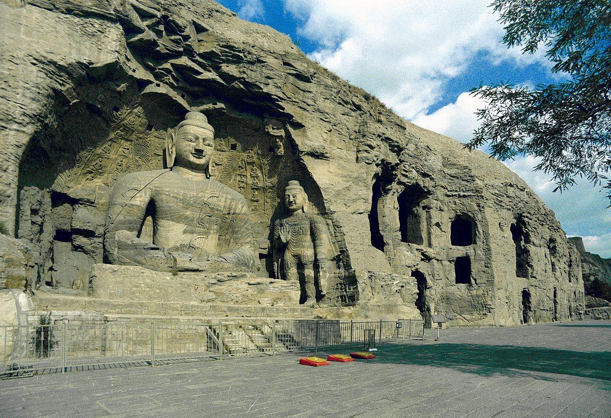 云冈石窟,主要建于453年到495年(太和十九年)间,中国第一处由皇室显贵主持开凿、建于国都的大型石窟。2001年列为世界文化遗产。