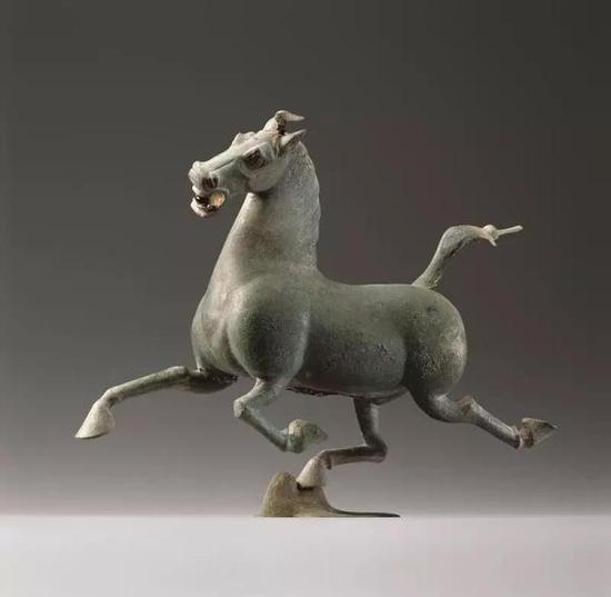 图 2: 铜奔马